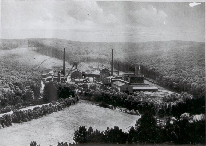 fabrik-gesamtansicht-uhrenturm.jpg
